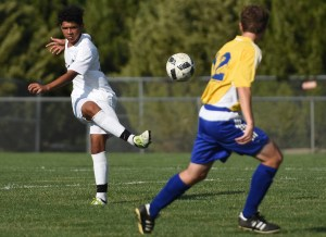 Freshman Sean Brookes passes the ball down the field to a teammate. Photo by Ellen Swanson