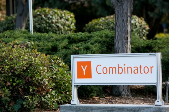 Y Combinator reducing investment
