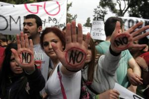 Bank Employees Protest Against New Policies
