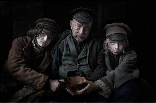03.The Begging Bowl - Peter Gennard_resize
