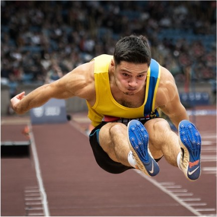 28.Long Jump into the Lead - Dave Lowe_resize