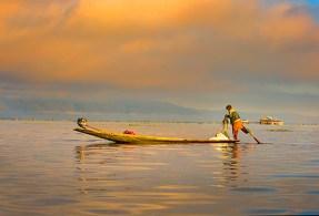 EARLY MORNING ON INLE LAKE