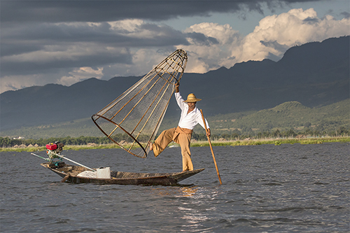 FISHERMAN ON INLE LAKE BURMA