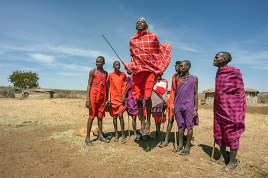 MASSAI WARRIORS DANCING