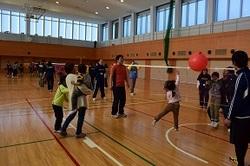 風船バレーボール試合の様子1.jpg
