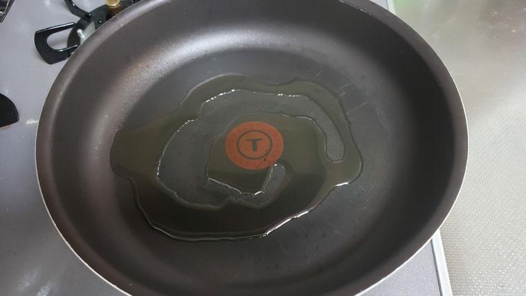油をひいたフライパン