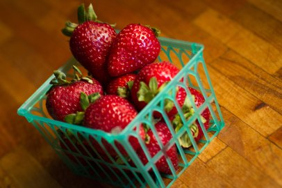 eat 'em now strawberries