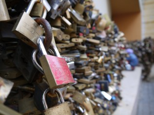 People in Pécs love love locks