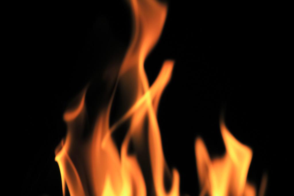 火起こしでサバイバル