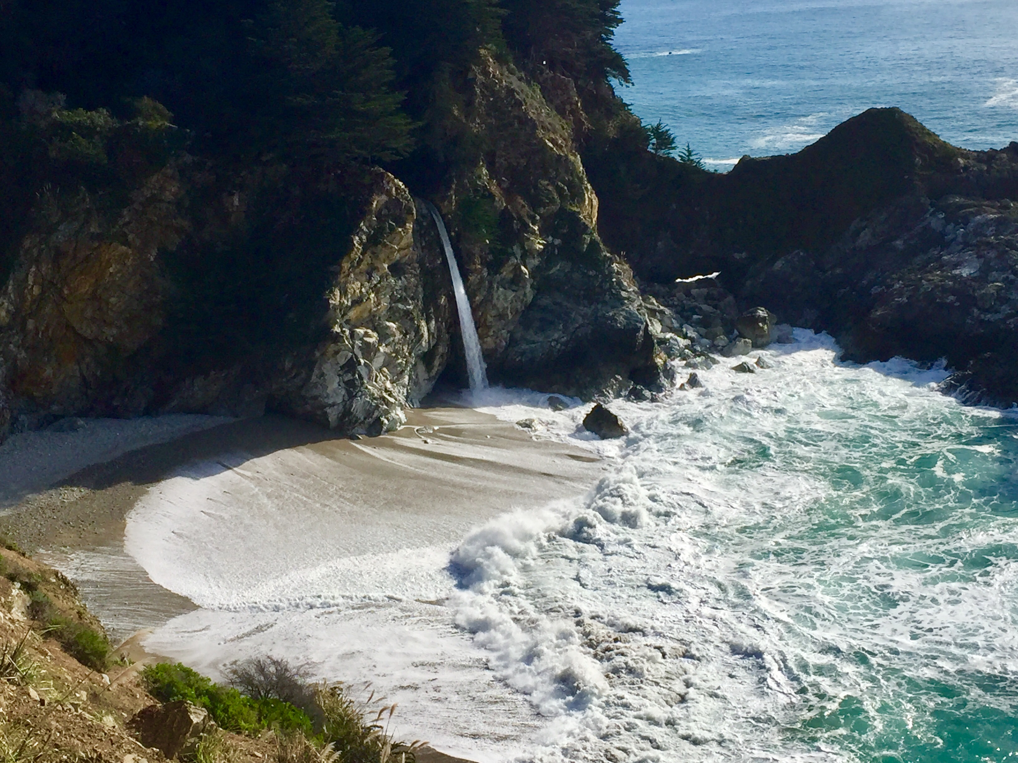 Big Sur, rugged cliffs and misty coastline