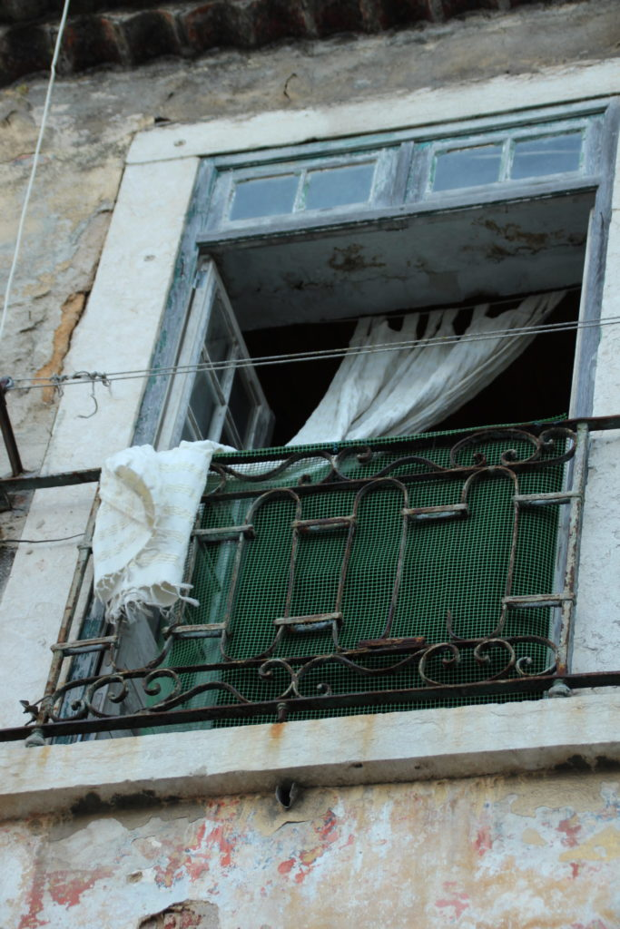 Offenes Fenster Gardine Lissabon
