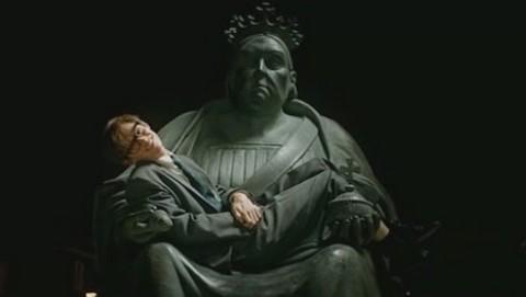 filme a teoria de tudo hawking e a estátua de cambridge