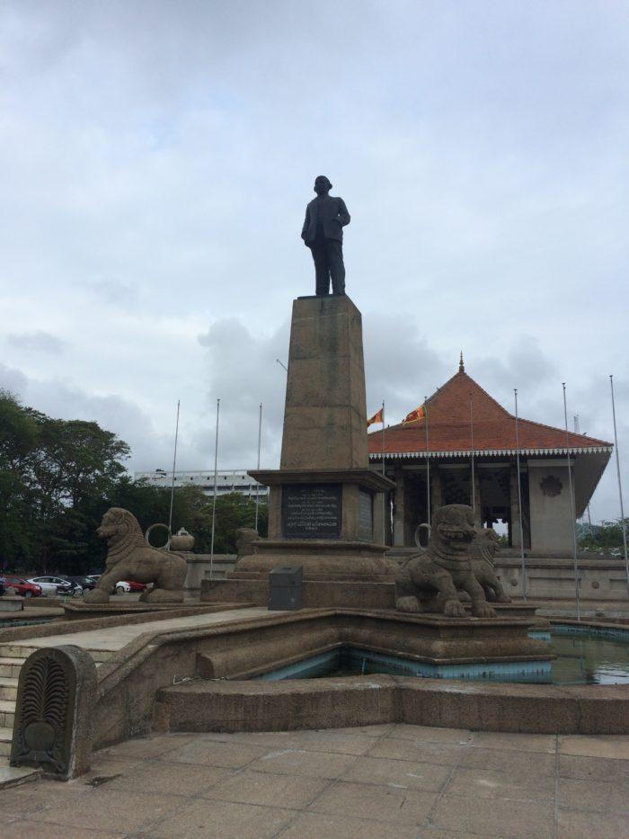 独立記念広場