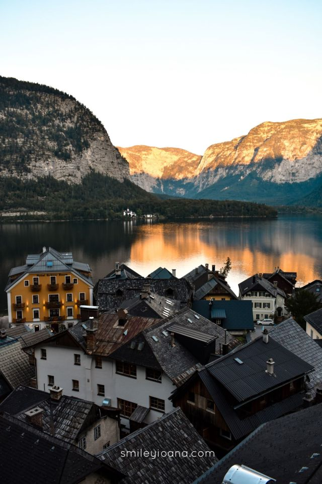 Hallstatt form above with lake and mountain view