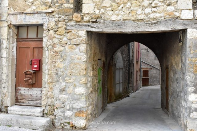 Castellane, South France | narrow streets and wooden doors