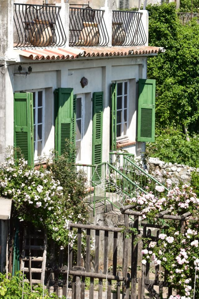 Green and white summer house with rose garden in Coursegoules