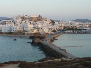 Vue sur Chora (la capitale de Naxos, où nous logeons) depuis la porte d'Apollon