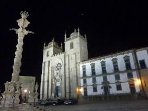 Cathédrale by night...
