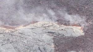 Fumerolles au fond du cratère