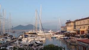 Le petit port Santa Lucia au pied du Castel dell'Ovo