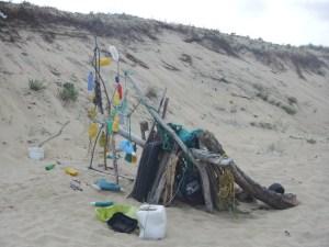 Cabane en objets recyclés