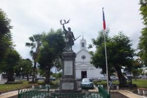 Place de l'église à Ste Suzanne