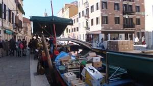 Marché flottant dans le Dorsoduro