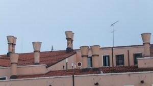 Les cheminées de Venise ont une forme particulière
