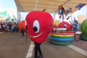 Parade des fruits, tous les jours à 11H et 16H