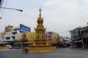 L'horloge de Chiang Rai de jour...