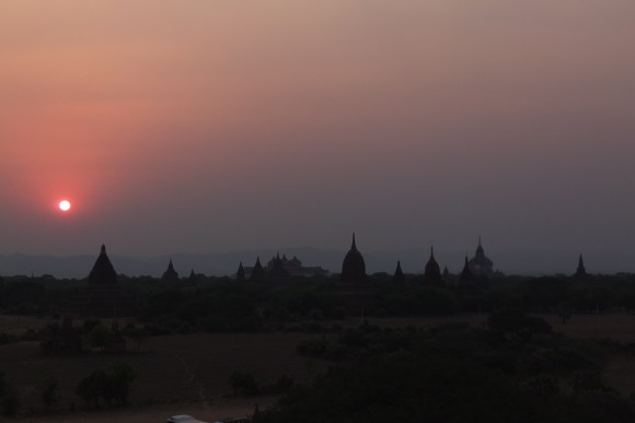 Coucher de soleil le deuxième soir depuis la pagode Shwesandaw