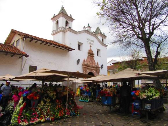 Marché aux fleurs, au pied de l'église