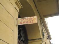 Atentie! Garaj. - Attention! Garage.