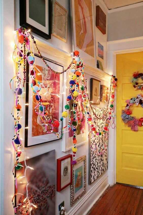 Go beyond traditional red and green Christmas colors and decorations: add a touch of global style with bold colors and an array of textures! Today we are going to show you how to decorate for a bohemian, colorful Christmas.