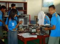 suasana-praktek-siswa-siswi-tkj-2