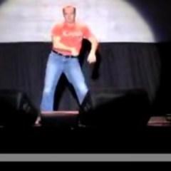 VIDEO : Un comediant revolutioneaza istoria dansului :)