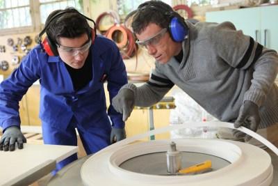 Ucenicia la locul de munca, posibilitate de a primi noi competențe și de a invăța o meserie