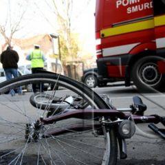 A accidentat o femeie care circula pe bicicletă şi a părăsit locul faptei