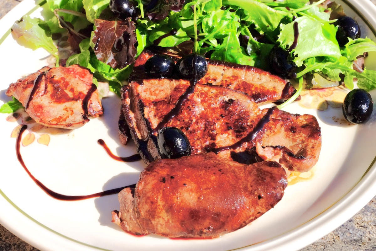 Fried liver duo with black olives