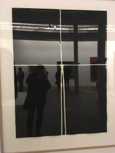 Smokeyjoe mirror selfie in Antony Gormley painting