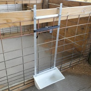 Show Pig Adjustable Hookover Feeder