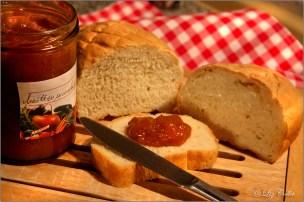 Brot und Marillenmarmelade © Liz Collet