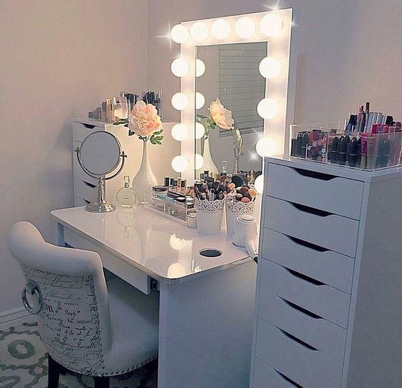 beautiful-makeup-table