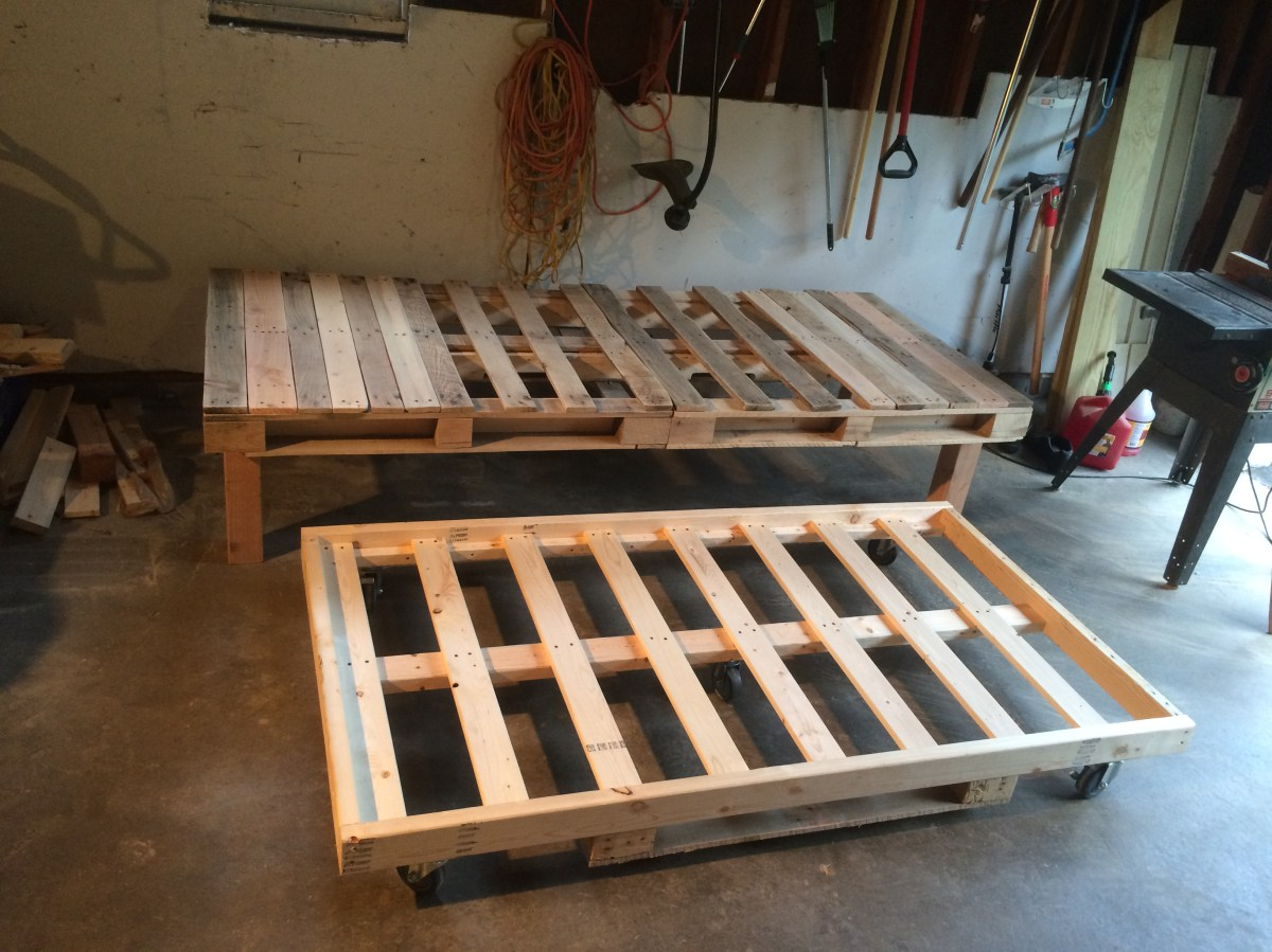 Diy Pallet Day Bed With Roll Out Trundle Sms Designs