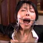 鼻フックと口フック顔面拷問するSM女王様