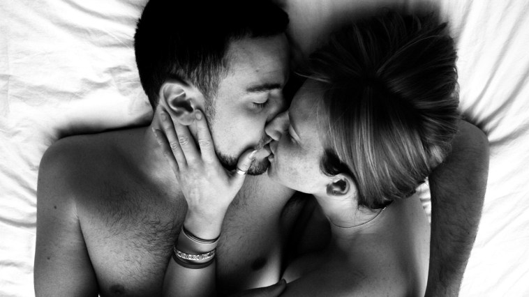 Lips-kissing-couple-in-bedroom