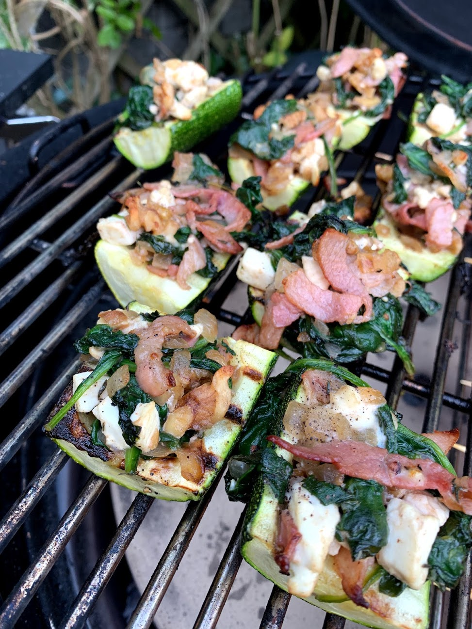 GEVULDE COURGETTES (BBQ)