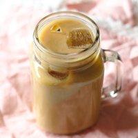 Iced Vanilla Latte (Starbucks Copycat)