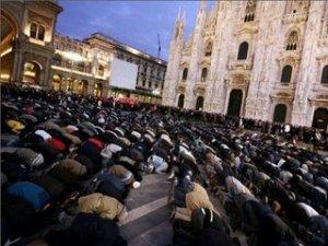 prayer-in-milan