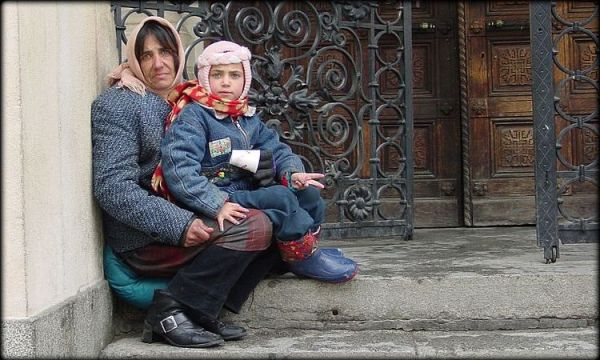 Gypsy_beggars_Mother_and_Child